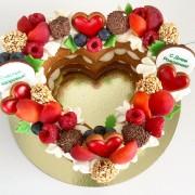 """Торт """"Сердце"""" с ягодами"""